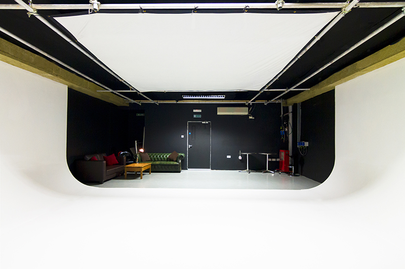 White Screen Studio 2